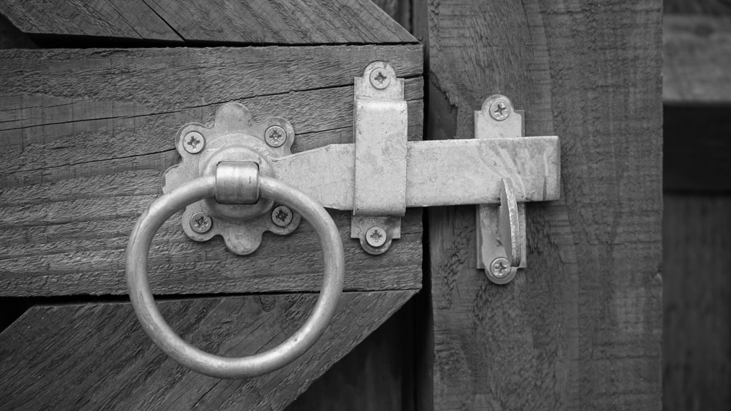 https:::www.pexels.com:photo:grayscale-photo-of-door-knock-211763: